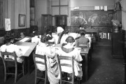 copy1-555-f200-elementary-art-class-at-lcc-school-southampton-row-london-1911