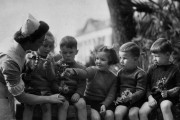 inf2-42-248-evacuee-children-with-nurse-home-front-1940-1943